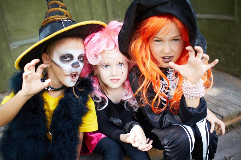 girls-dressed-in-halloween-costume